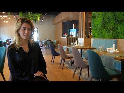 Cum Se Amenajeaza Un Restaurant Cu Lemn Natur, Licheni Decorativi Si Plante  - Paradigma Studio