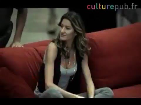 Gisele Bundchen флешмоб в аэропорту Сан Пауло