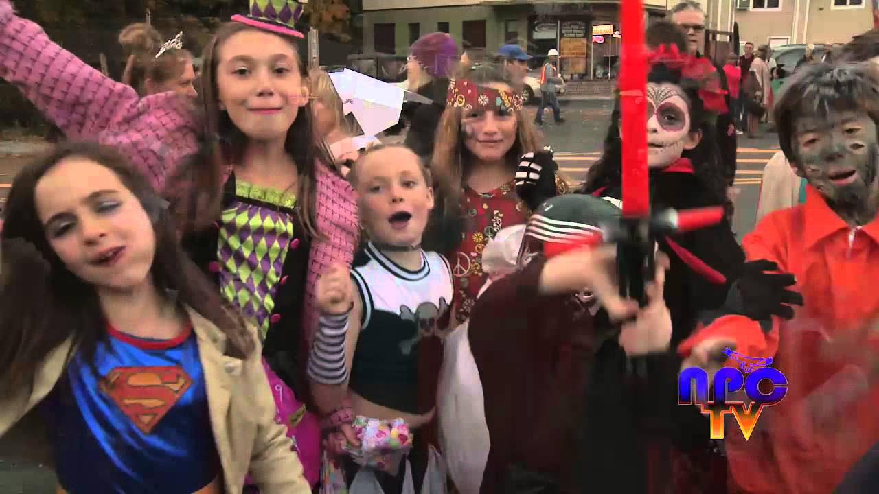 2015 new paltz halloween parade draws huge crowd - New Paltz Halloween