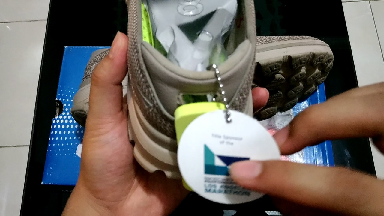 Skechers Go Walk 3 Beige SEPATU SUPER RINGAN   INDONESIA - YouTube a806e9b7d0