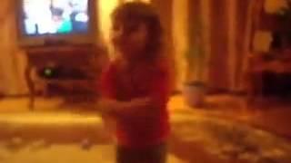 Маленькая девочка танцует Тектоник под Heiko - Mozerton(Маленькая девочка танцует Тектоник под Heiko - Mozerton Очень весело и энергично JUST DANCE - Канал Танцев и Музыки!..., 2012-10-09T17:32:40.000Z)