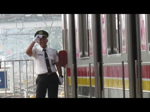 Petugas Pelayanan Kereta (PPK) KRL Commuter line 7, edisi 10 menit ll ジャボタベクの車掌 7