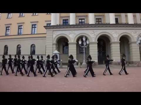 Oslo - Royal Palace - Changing of the guard