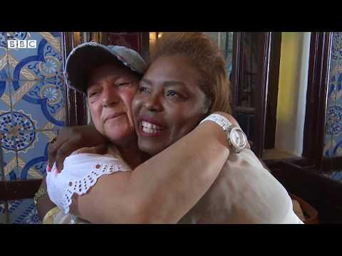 يهودية غادرت تونس تلتقي بصديقة طفولتها المسلمة بعد طول غياب