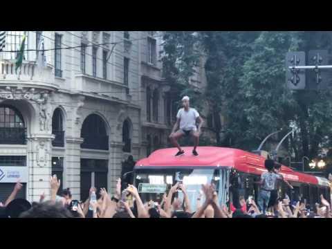 Carnaval De São Paulo 2017, Bloco PapelPop   Pop Do Cassete 2017, Gay Sobe No Ônibus