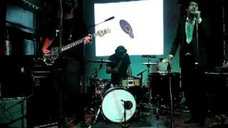"Matthew Dear & his Big Hands Band perform ""Fleece on Brain"""