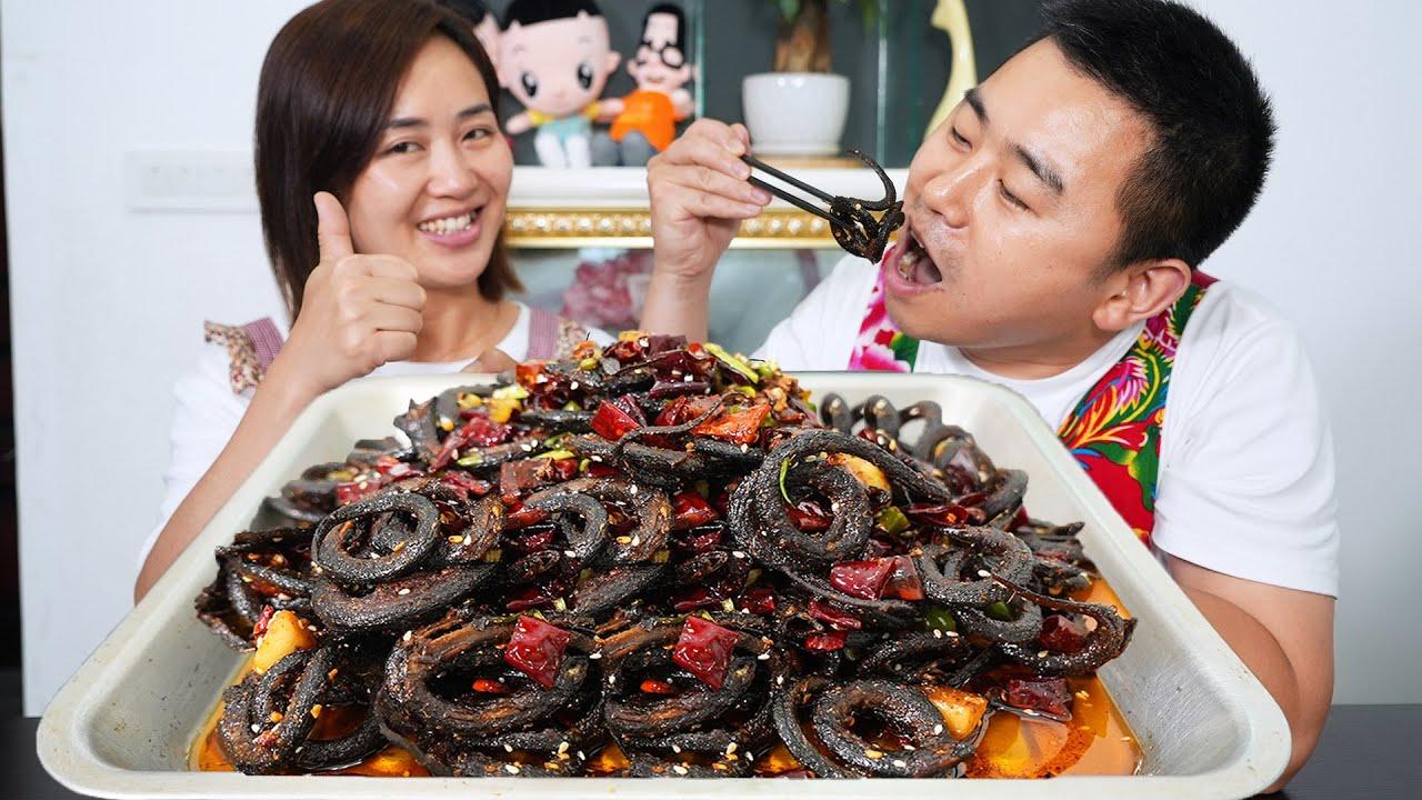 """【超小厨】3斤鳝鱼,整条下锅""""香辣盘龙鳝"""",3重辣椒,不去内脏撕着吃,爽!"""