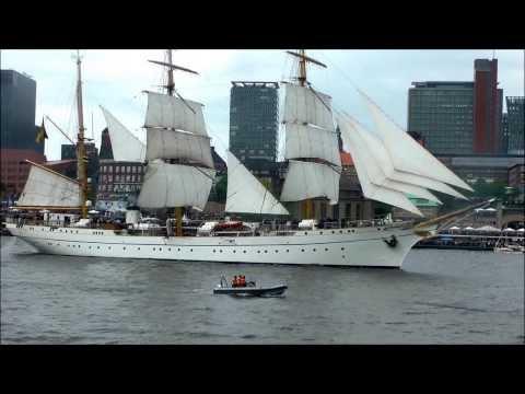 Schöne Schiffe und Musik im Hamburger Hafen