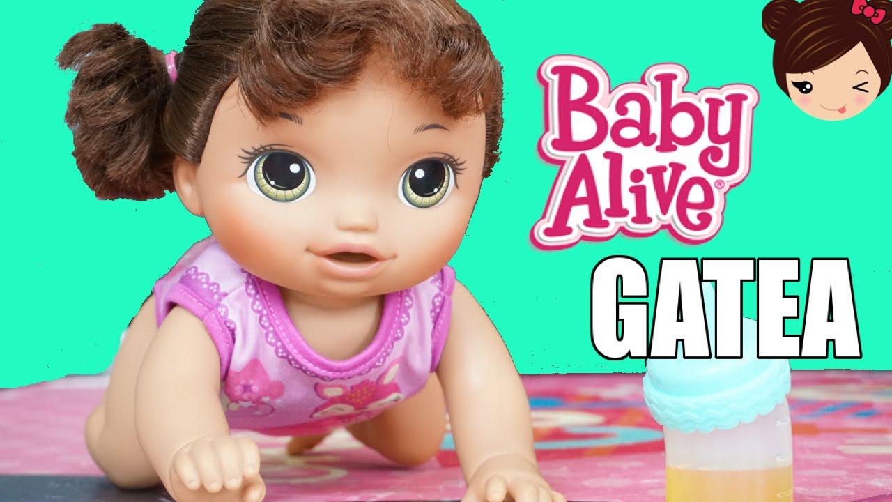 51c1c89ed8 La Muñeca Bebe Alive Gatea Toma Jugo y Hace Pipi en su Pañal - Baby Go Bye  Bye - YouTube