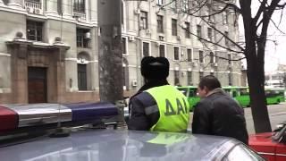 помог таксисту сэкономить на бензин.Харьковские ГАИ(, 2013-03-13T19:10:28.000Z)