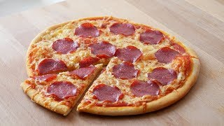 Schnelle Salami Pizza (ohne Hefe) || Simple & Easy Pepperoni Pan Pizza (no yeast) || [ENG SUBS]