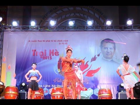 Nhảy biểu diễn thời trang hài hước - SVCG Phạm Pháo