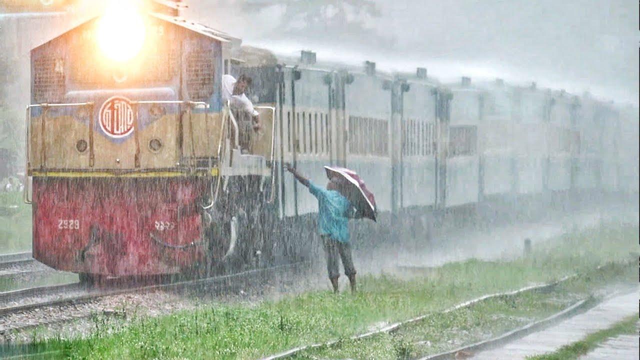 Bijoy Express Passing Shitakunda with Good speed ||| Rainy Day Beauty!||