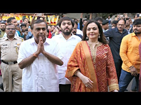 Mukesh Ambani And Nita Ambani Offer Son Akash Ambani Wedding Card At Siddhivinayak