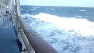 台風20号の影響で三宅島近海大荒れ Stormy seas near Miyake-island
