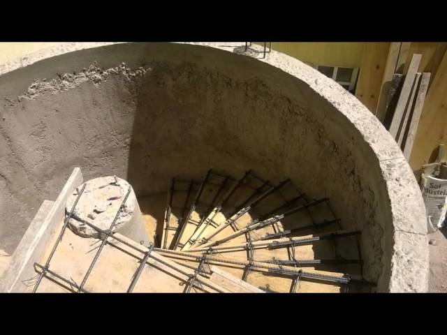 escalera de   caracol de   concreto
