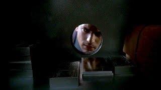 Майкл вытаскивает из сейфа третью карту сциллы. Побег