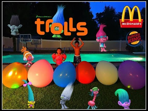 Trolls Night Swimming Pool Challenge with Giant Balloons! Trolls Blind Bags! McDonalds Burger King!!