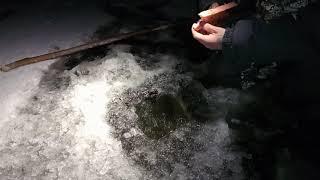 Установка налимьей снасти Рыбалка морозным днём Один на ночной реке Жерлицы мормышка и другое