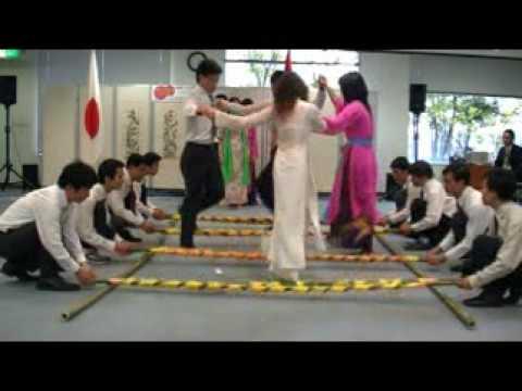 VYSAF với điệu múa sạp