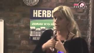 Repeat youtube video FARMA 5 - JELENA GOLUBOVIĆ ŽELI MIR NA FARMI