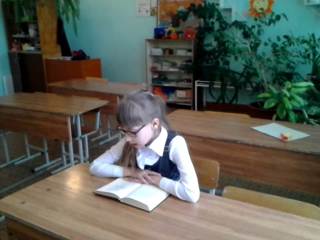 Изображение предпросмотра прочтения – ВиолеттаЗмеева читает произведение «Радуга (Как неожиданно иярко…)» Ф.И.Тютчева