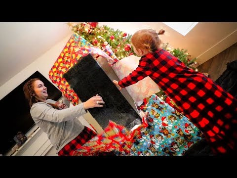Christmas Morning OPENING PRESENTS!!  (christmas special with the game master)