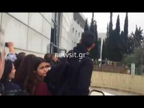 Φοιτητές μπήκαν στον προαύλιο χώρο του Υπουργείου Παιδείας
