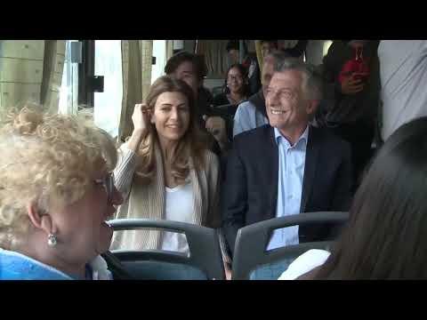 Resultado de imagen para Macri en el Metrobus de neuquen