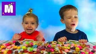 Бин Бузлд Челлендж кушаем конфетки Bean Boozled challenge kids(Макс и Катя решились на Челлендж с конфетками Биин Бузелд, пробуют на вкус сладкие не вкусности Bean Boozled candy..., 2015-11-07T16:56:28.000Z)