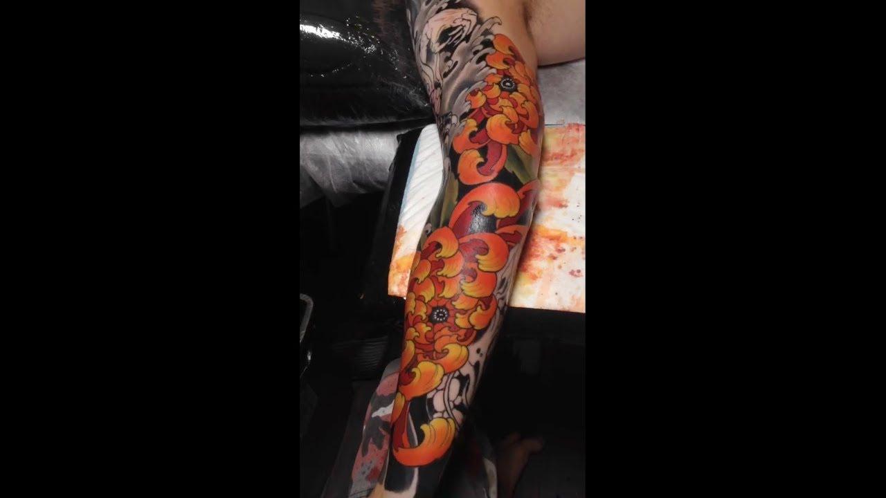 татуировка на всю руку японский рукав тату хризантемы