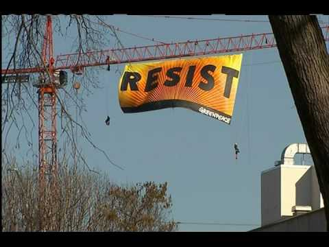 Police: 7 protesters on DC crane associated with Greenpeace