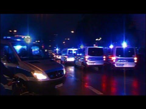 (Blaulichtparade auf der Reeperbahn) 24x Peterwagen Polizei Hamburg aufm Kiez