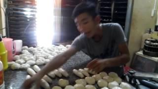 Làm bánh mì