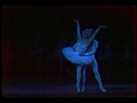 Maya Plisetskaya dances Swan Lake (vaimusic.com) - YouTube