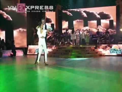 Đoan Trang & Evgeni nhảy Valse chậm