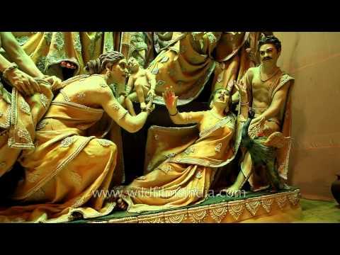 sculptures-inside-durga-puja-pandal-in-kolkata