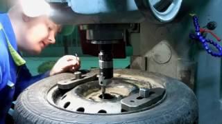 Как расточить колесные диски  Фрезеровка расточной головкой(Купить РАСТОЧНУЮ ГОЛОВКУ http://ali.pub/s79du ГРУППА https://vk.com/tokarka42 Сайт http://tokarka42.ru/, 2016-10-12T02:22:51.000Z)