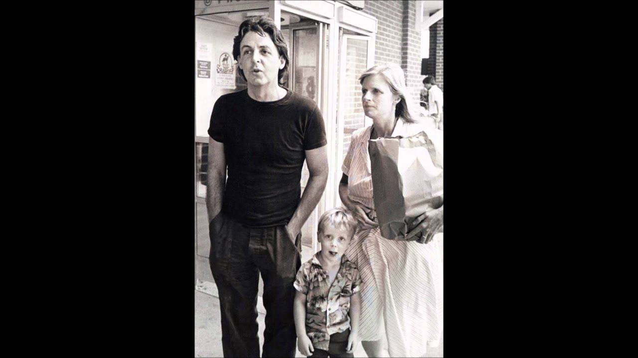 Paul McCartney will be the father for the fifth time 12/12/2011 38