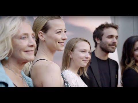 Karine Vanasse à la première du film « Et au pire on se mariera »  Tapis rose