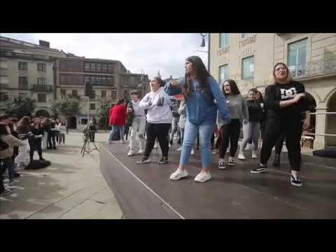 """As mozas e os mozos de Pontevedra no 9M: """"Hoxe cántoche as 40"""""""