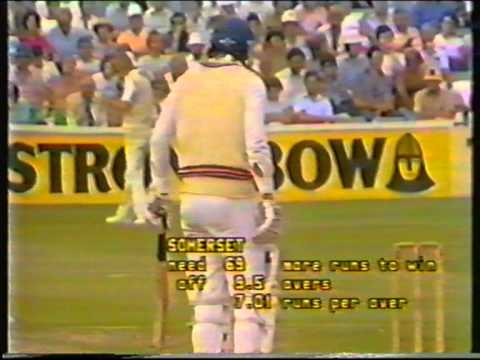 Cricket : Essex v Somerset - John Player League 1984