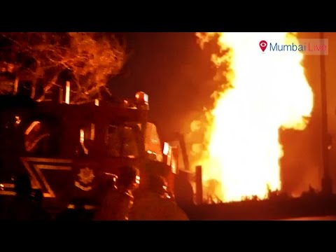 JCB machine catches fire after hitting gas pipeline | Mumbai Live