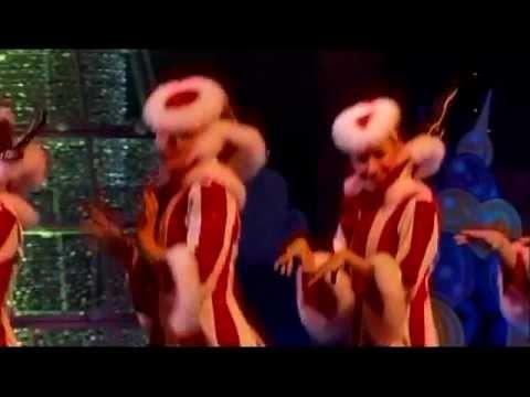 Cirque Dreams: HOLIDAZE   Montage