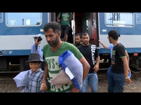 LIVE: Hungarian police use tear gas and water cannon on refugees at border