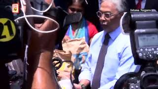 They're lovin' it, Agong treats press members to McDonald's