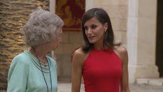 La Reina Letizia apuesta por el rojo en Mallorca