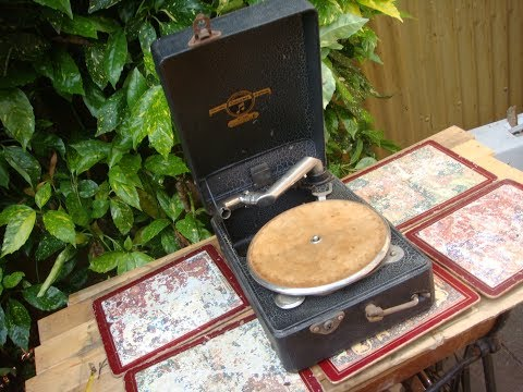 Columbia  Portable Gramophone Number 100  For Restoration Or Spare  / Repair