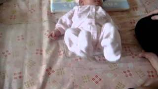 20101030 王玥筑妹妹 - 嬰兒起床伸懶腰 Baby Wake Up and Stretch.MPG