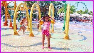 Otelin Etrafını Gezdik, Havuzlara Girip Çıktık Çok Eğlendik l Çocuk Videosu